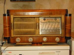 Ancien_poste_radio_TSF_Reela_1948