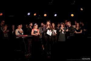 Roxane Joseph, directrice du Centre de la chanson, entourée des candidats et de leurs musiciens. Photo David Desreumaux. (Utilisation et reproduction interdites sans autorisation de l'auteur.)