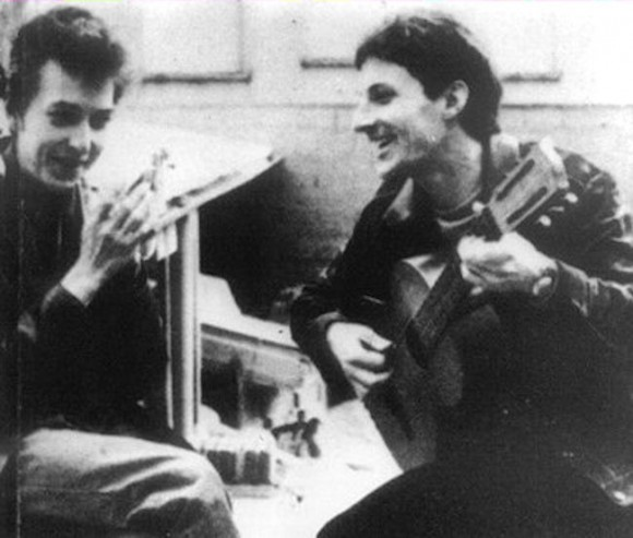 Bob Dylan et Hugues Aufray, à Paris, en 1964. Cette photo de Tony Frank figurant sur la pochette de l'album «Aufray chante Dylan»