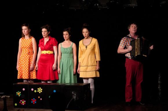 De gauche à droite : Elena Josse, Armelle Dumoulin, Aurélie Miermont, Céline Vacher et Christian Paccoud. Photo : Antonio Pedraza.