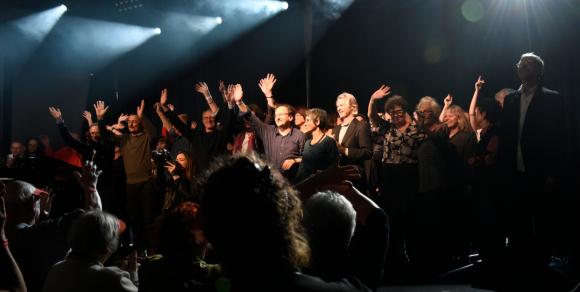 L'ancienne équipe du Forum sur scène pour le final (Photo : Chantal Bou-Hanna)