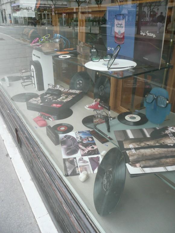 C'est aussi grâce aux étalagistes que les «disques noirs » n'ont jamais totalement disparu du paysage. Photo : P. Delorme