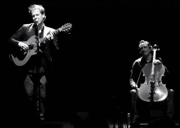 Thibaud Defever (à gauche) et Sylvain Berthe: Presque Oui au théâtre Marelios, à La Valette, le 17 janvier 2014. Photo : S. Rivaux
